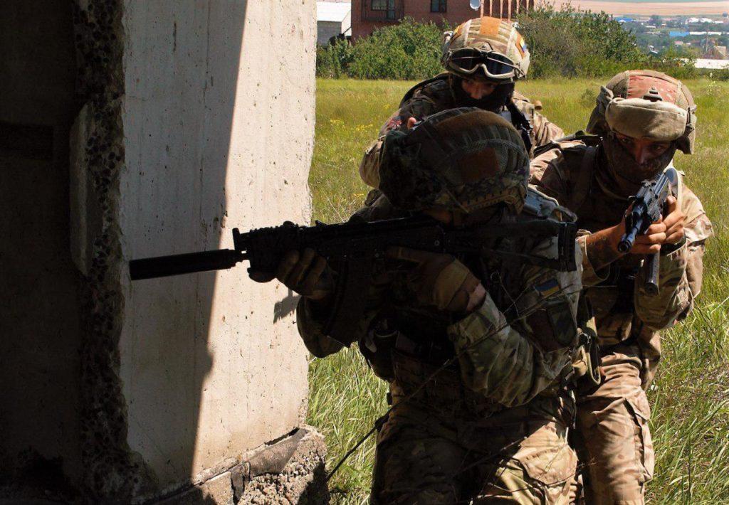 Фінальний день медичного курсу для бійців 3-ї роти 2-го батальйону полку АЗОВ