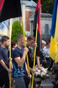 У Львові поховали азовця Олега «Ватсона» Кремеза. Сотні містян прийшли віддати шану полеглому медику