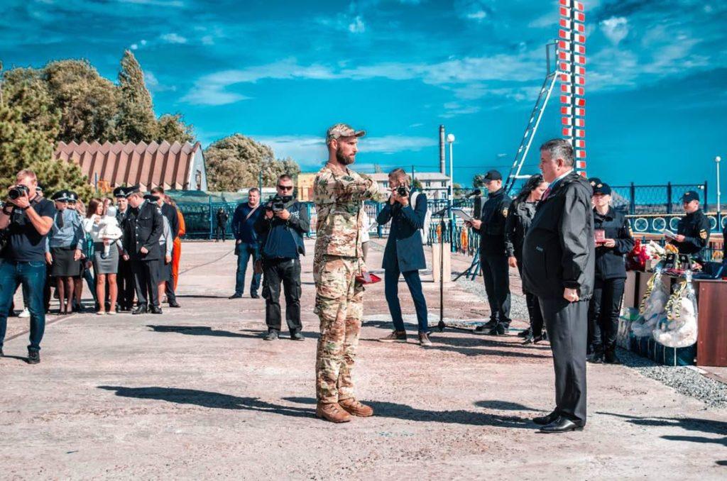 Бійці АЗОВу отримали почесні нагороди з рук міністра внутрішніх справ
